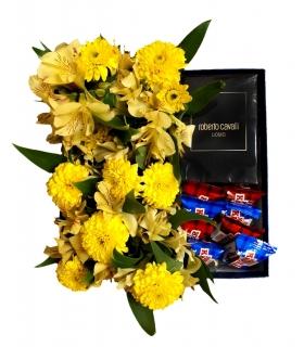 پک هدیه عطر با شکلات و گل آلسترومریا و داوودی مینیاتوری زرد