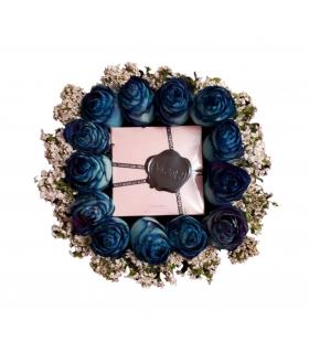 پک هدیه عطر با گل رز هلندی آّبی