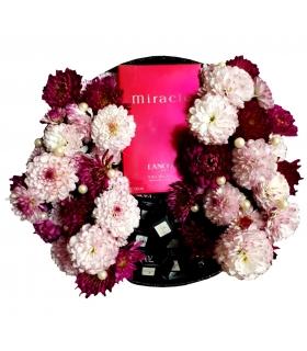 عطر و گل داوودی مینیاتوری با شکلات و مروارید