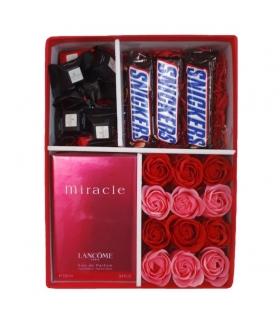 پک هدیه عطر و شکلات با گل صابونی