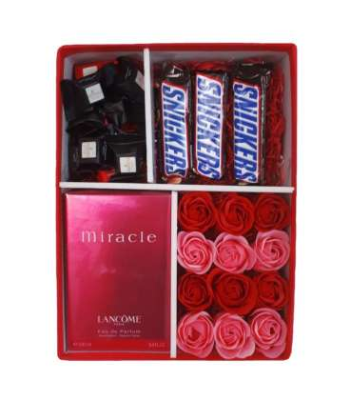 پک هدیه عطر و شکلات با گل صابونی |