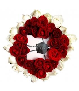 پک هدیه عطر با گل رز قرمز و سفید